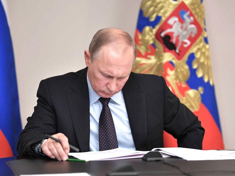 Путин поручил провести генетическую паспортизацию россиян для сохранения генофонда