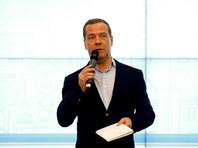 Изменивший Конституцию Медведев считает, что другие поправки пока не нужны