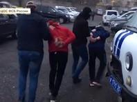 Еще одну группу предполагаемых террористов удалось обезвредить в Приморье. Там сотрудники ФСБ схватили четырех граждан среднеазиатских государств, которые, по версии следователей, финансировали международные террористические структуры, а также планировали разбойные нападения на бизнесменов