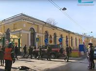 Взрыв прогремел 2 апреля в 13:30, а за несколько минут до него в экстренные службы поступило несколько сообщений об обнаружении в академии подозрительного пакета