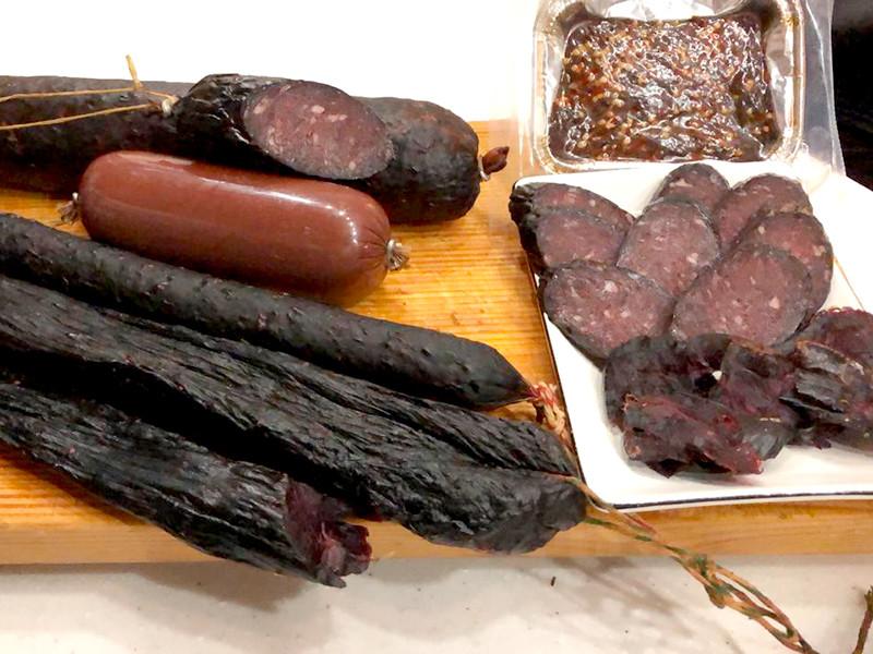 Россияне требуют запретить магаданское ноу-хау - производство колбасы из тюленей