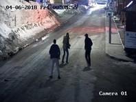 На записи с камеры наблюдения видно, что пока Стерлягов бегом возвращался к своему товарищу, продолжавшему выяснять отношения с Макитовым, тот первым ударил офицера