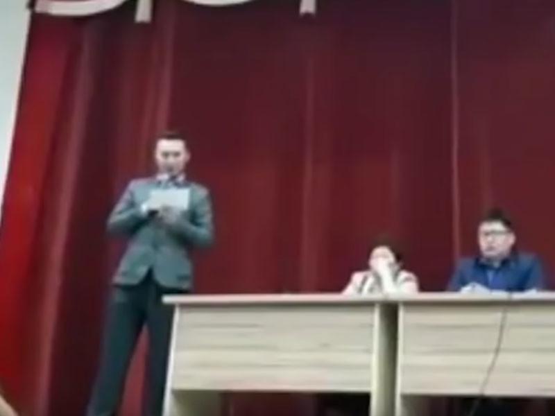 Игроку КВН из якутского Вилюйска пришлось по решению суда публично извиниться перед мэром города Нюргустаном Афанасьевым за шутку и использование его имени и фотографии без согласия чиновника