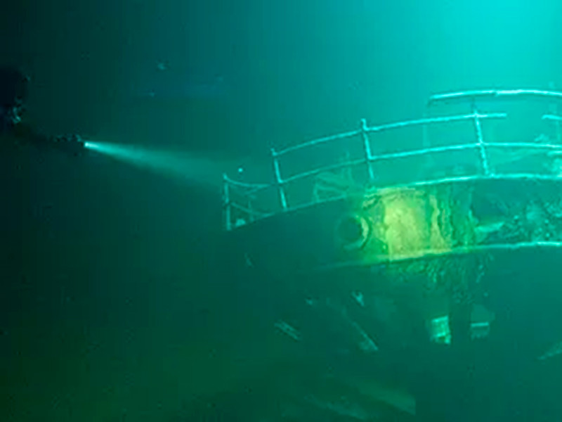 Российские дайверы показали подводную галерею предполагаемых картин Айвазовского на затонувшем более 100 лет назад пароходе