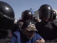 Были задержаны участники нескольких общественных движений, а также депутат Законодательного собрания Максим Резник. Всего сотрудники правоохранительных органов задержали более 30 человек
