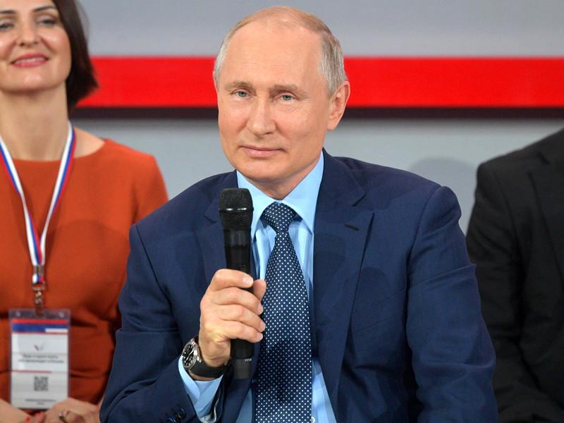 Президент России Владимир Путин предложил провести опрос жителей Екатеринбурга для решения вопроса о строительстве храма на месте одного из городских скверов