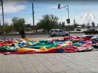 Порыв ветра перевернул надувной батут в Улан-Удэ: пострадали четыре ребенка (ВИДЕО)
