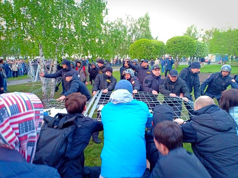 Суды в Екатеринбурге начали рассматривать административные дела в отношении участников акции в защиту сквера у Театра драмы 14 мая
