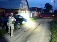 Подозреваемые были обнаружены в частном доме в Кольчугино, он был блокирован. На территории города ввели режим контртеррористической операции, жителей соседних домов эвакуировали