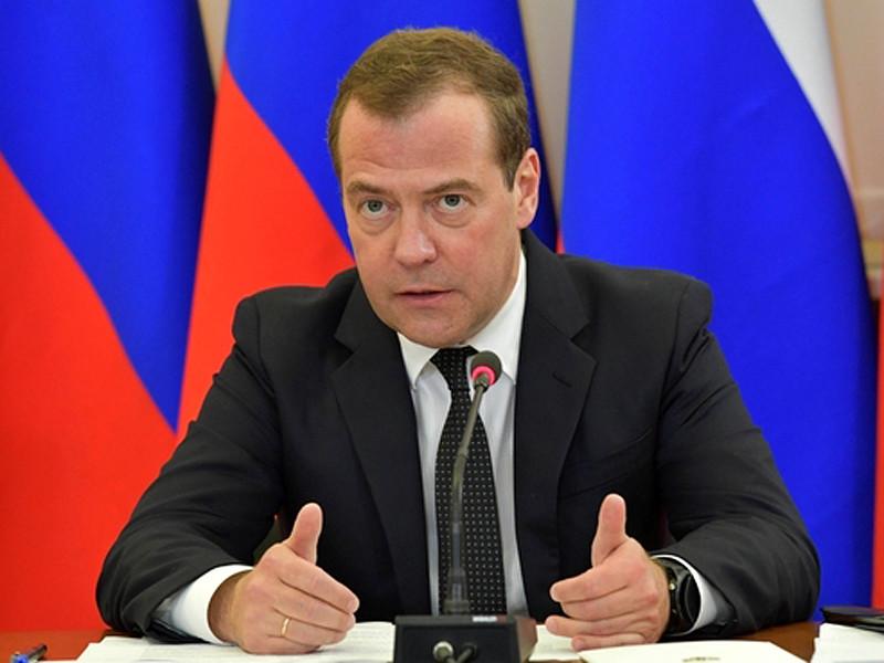 Премьер-министр России Дмитрий Медведев указал на неудовлетворительное состояние домов престарелых в РФ, добавив, что система этих учреждений деградировала, и в ней необходимо навести порядок