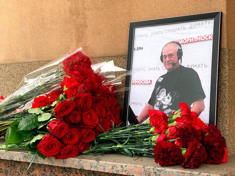 Дочери скончавшегося журналиста Сергея Доренко Екатерина и Ксения выступили против кремации тела отца и попросили расследовать обстоятельства его смерти