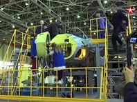 Обнародовано видео конвейерной сборки первого из двух серийных истребителей пятого поколения Су-57, которые должны поступить на вооружение Воздушно-космических сил РФ до 2020 года