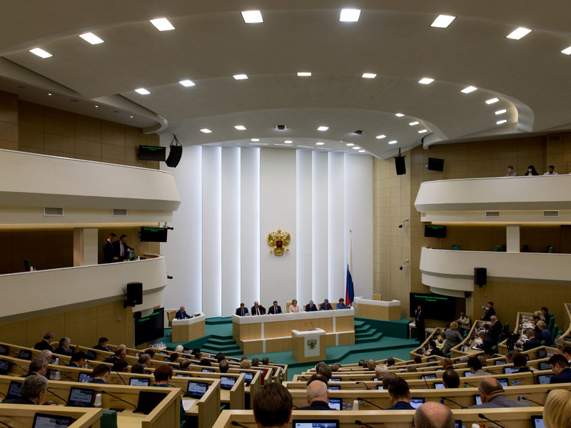 Совет Федерации досрочно прекратил полномочия заключенного ранее под стражу сенатора Рауфа Арашукова в связи с тем, что он не подал в срок декларацию