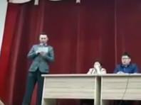 """Якутскому КВН-щику пришлось публично извиниться за номер с """"супермэром"""", доведший его до суда (ВИДЕО)"""