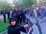 Вторая акция против храма в Екатеринбурге прошла агрессивнее: около 30 задержанных, трое в больнице. В сквере ставят забор покрепче (ФОТО, ВИДЕО)