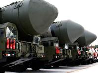 Из всего количества ядерных боеголовок России примерно 1600 развернуты на межконтинентальных баллистических ракетах и тяжелых бомбардировщиках, а еще 1070 стратегических боеголовок находятся на хранении вместе с примерно 1820 нестратегическими боеголовками