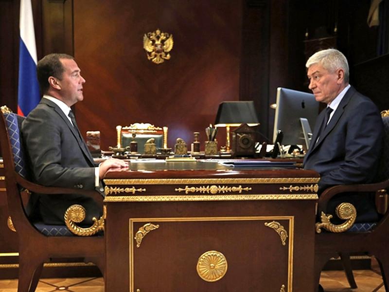 Премьер-министр РФ Дмитрий Медведев поручил проработать создание единой базы данных для всех ведомств по примеру Федеральной налоговой службы. Об этом он заявил на встрече с главой Росфинмониторинга Юрием Чиханчиным