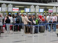 Выкупленными билетами российских перевозчиков не смогут воспользоваться 155 тысяч пассажиров, еще 25 тысяч должны вернуться до начала действия моратория 8 июля. При этом существует альтернативная оценка в 220 тысяч человек. На возврат средств за билеты перевозчикам придется потратить 2,3-3 млрд рублей