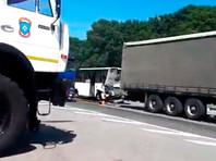 В Ростовской области автобус врезался в грузовик на переходе, затем столкнулся с двумя машинами