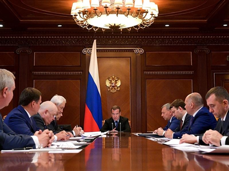 """""""К сожалению, мы и сейчас видим, что государственные контракты по пилотируемым полетам не выполняются, сроки запуска для развертывания постоянно переносятся. Я имею в виду российский сегмент"""", - сказал Медведев на совещании по развитию ГК """"Роскосмос"""""""