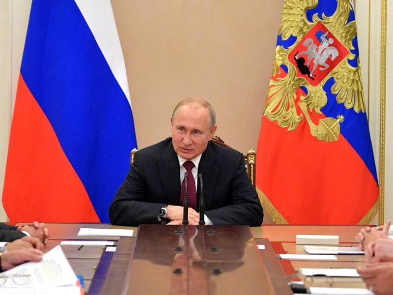 В подписанном президентом Владимиром Путиным поручении говорится о скором внедрении электронных виз в России