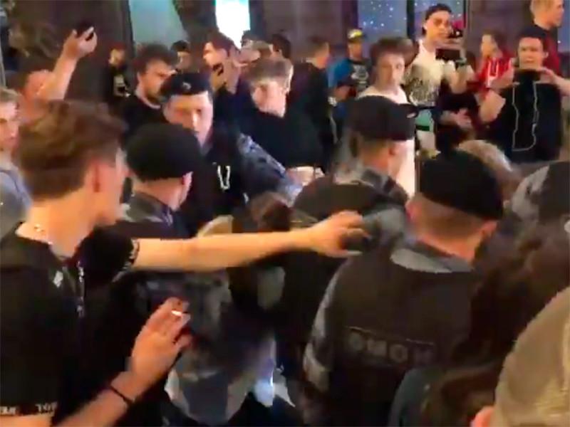 """В Москве на """"Яме"""" ОМОН снова провел массовое задержание"""