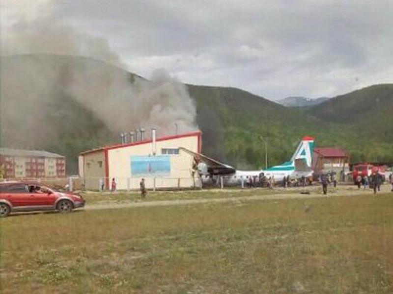 В аэропорту поселка Нижнеангарск Северобайкальского района пассажирский самолет Ан-24 совершил аварийную посадку, при которой погибли два человека