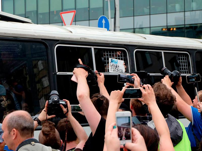 У Мосгордумы на Страстном бульваре проходят массовые задержания