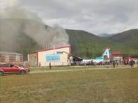 Ан-24 совершил жесткую посадку в Бурятии и загорелся, два человека погибли (ВИДЕО)