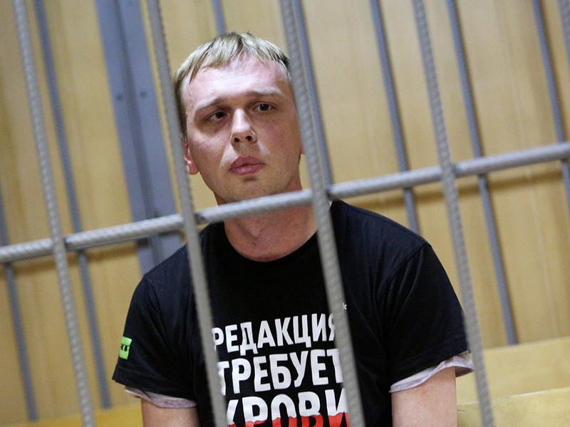 """Журналист """"Медузы"""" Иван Голунов, надуманно обвиняемый в попытке сбыта наркотиков в крупном размере, но, будучи невиновным, отправленный под домашний арест до 7 августа, уверен, что его преследуют за публикации сенсационных расследований"""