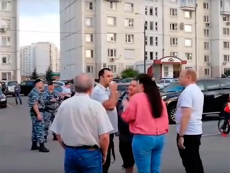 Полиция запретила жителям московского района Люблино, протестующим против уничтожения сквера и строительства транспортного узла, записывать обращение к президенту РФ Владимиру Путину для прямой линии 20 июня