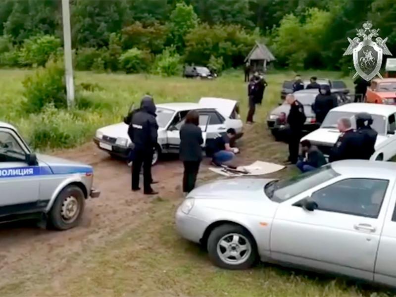 Массовые столкновения на национальной почве между местными жителями и цыганами произошли в Чемодановке 13 июня. В результате погиб один человек, один попал в реанимацию. Травмы получили еще три человека. По утверждению полиции, причиной инцидента стал бытовой конфликт