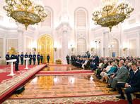 """Журналистка сняла рубашку сразу после того, как президент вышел на сцену. """"Он смотрел на всех, проводил взглядом. Лицо у него было явно не очень радостное - возможно, он был недоволен, возможно, был просто очень уставший"""", - предположила Луганская"""