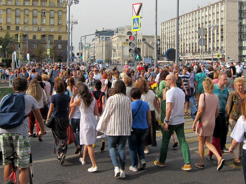 """Среди союзников россияне чаще всего называют Белоруссию, причем доля респондентов, включающих ее в список """"друзей"""" России, за год выросла до максимума за время исследований - с 49% до 62%"""