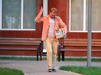Освобожденный из-под домашнего ареста Иван Голунов возле здания ГСУ Главного управления МВД РФ