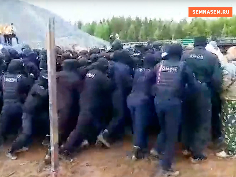 Новое обострение между экоактивистами и силовиками произошло на станции Шиес в Архангельской области, где хотят построить мусорный полигон