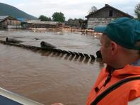 Паводок начался из-за дождей. В 48 населенных пунктах подтоплены 4 тыс. 42 дома, в которых проживают 9 тыс. 919 человек, а также 41 социально значимый объект