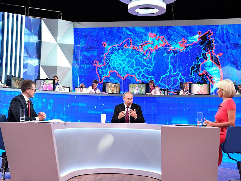 """17-я """"Прямая линия"""" с Владимиром Путиным, во время которой президент ответил за четыре часа и семь минут на 81 вопрос, традиционно становится главное новостной темой на несколько дней"""