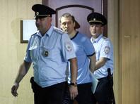 В ходе прений сторон гособвинитель попросила назначить Захарченко наказание в виде 15 лет и 6 месяцев колонии строгого режима и штрафа в размере около 495 млн рублей