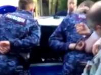 В Петербурге задержали двоих росгвардейцев, подбросивших школьнику наркотики и вымогавших 300 тыс. рублей