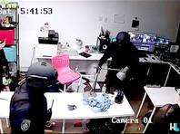 """Полиция после двухчасовых попыток прорвалась в офис ФБК и студии """"Навальный LIVE"""" (ВИДЕО)"""