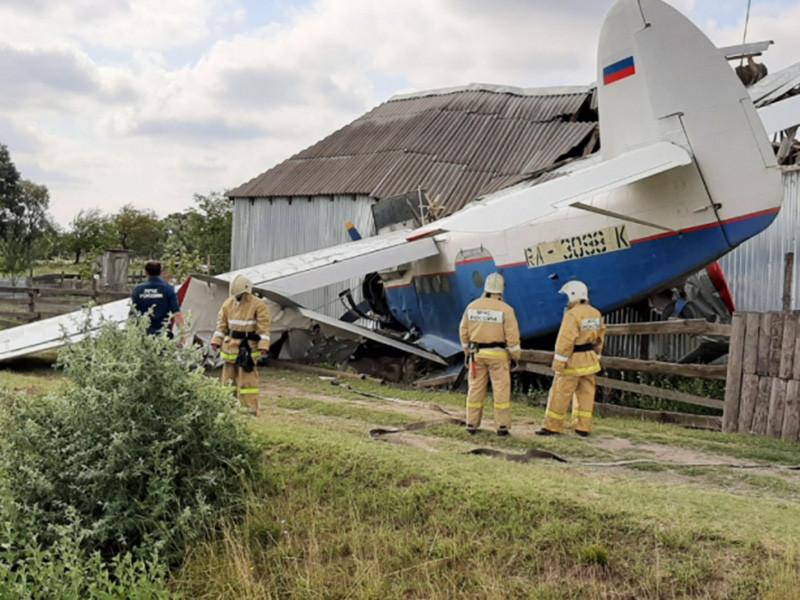 Четыре человека пострадали в результате падения частного самолета на жилой дом в Чечне