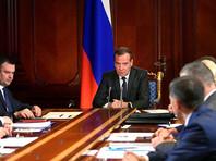 Премьер Медведев потребовал оперативных мер, когда площадь пожаров в Сибири превысила 2,5 млн га. Но тушить уже бесполезно, время упущено