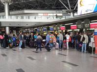 """Авиакомпании при этом обяжут предоставлять подробную информацию о каждом рейсе и его пассажирах. Нарушение порядка карается лишением прав на международные полеты. Источники утверждают, что новые правила инициированы ФСБ, а формулировки """"угроза безопасности"""" может подразумевать все, что угодно"""