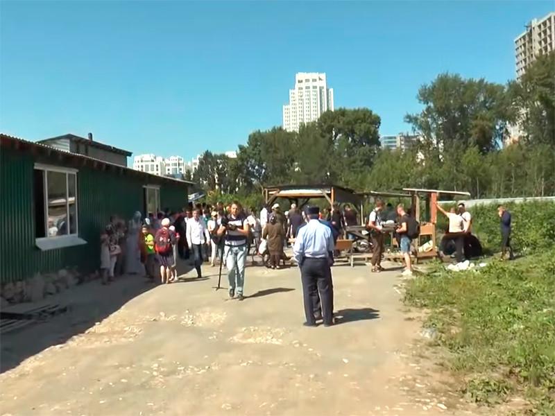 Екатеринбургские мусульмане посвятили традиционную пятничную молитву проблеме строительства в городе соборной мечети, а также провели акцию Open Plov с раздачей плова