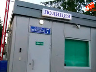 В преддверии акции за свободные выборы у мэрии Москвы у оппозиционеров продолжились обыски. Яшина увезли в полицию
