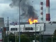 По предварительным данным, причиной пожара мог стать взрыв. Сведений о пострадавших пока не поступало. На место следует более 10 пожарных расчетов