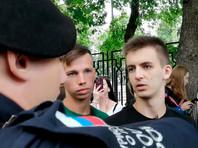 На Болотной площади в Москве задержали участников пикетов в поддержку и против сестер Хачатурян