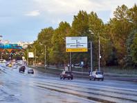 По прогнозам синоптиков, в течение дня в Москве будет облачно, с прояснениями, ветер западный с порывами 12-17 метров в секунду. Находящимся на улице рекомендуется обходить на улице рекламные щиты и шаткие конструкции, а также парковать автомобили вдали от деревьев