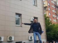 Илья Яшин провел депутатский прием у районного избиркома, стоя на крыше машины (ФОТО, ВИДЕО)